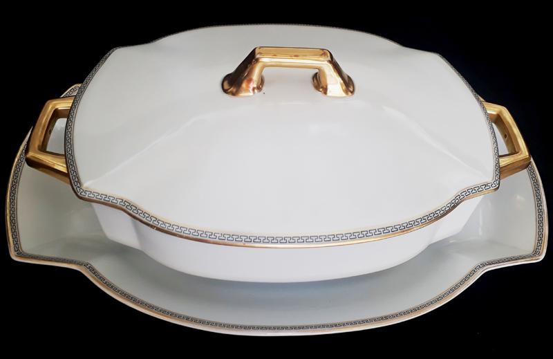 LO 60 – Legumeira antiga em porcelana alemã Heinrich estilo Art Decó com bordas douradas e gregas
