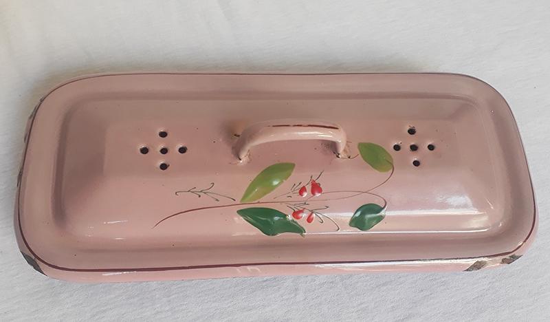 DI 120 – Penteira ou porta escova antiga em ferro esmaltado ou louça ágata rosa com flores pintadas à mão