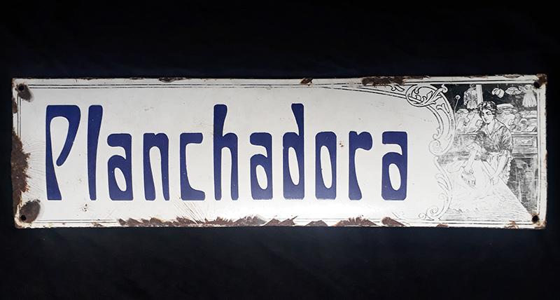 """DI 351 – Placa antiga em ferro esmaltado estilo Art Nouveau """"planchadora"""" ou passadeira"""