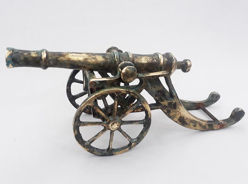 DI 115 – Canhão de bronze em miniatura com suporte para decoração