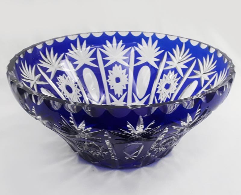 CR 35 – Centro de mesa ou tigela grande em cristal azul e branco ricamente lapidado à mão