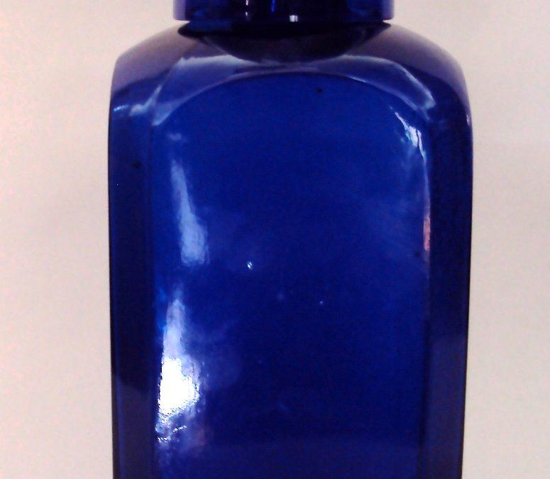 CR 22 – Frasco De Fármacia Grande Antigo Em Vidro Azul Com Copo