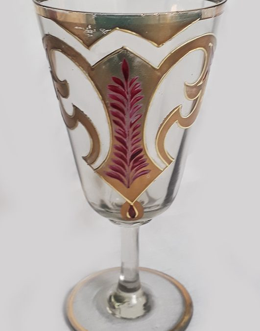 CR 265 – Taça antiga em vidro veneziano com pintura à mão em dourado e esmalte