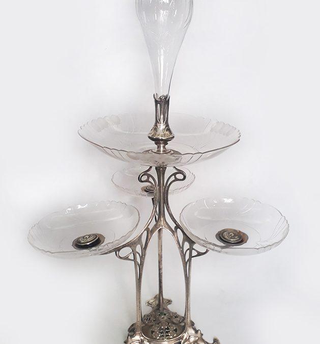 CR 27 – Centro de mesa Epergne antigo em metal alemão WMF com cristais lapidados e tulipa
