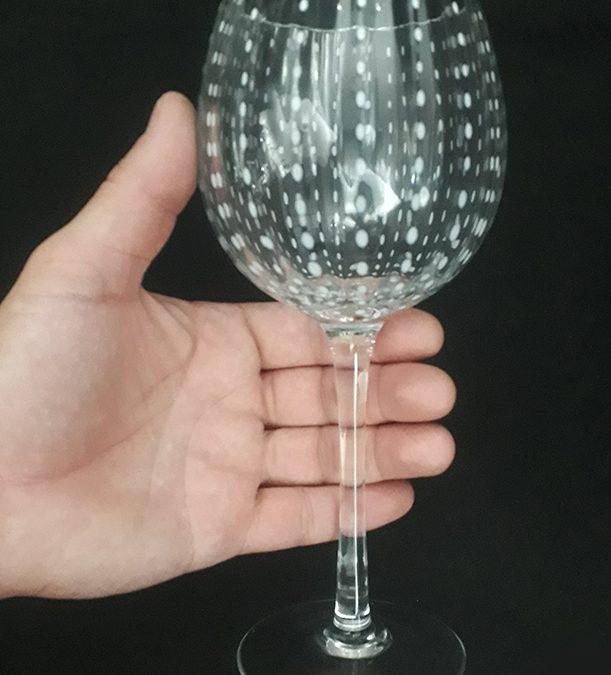 CR 50 – Taça ou cálice grande em cristal estilo Murano com bojo canelado com pontos brancos
