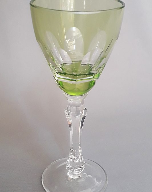 CR 66 – Taça de cristal verde claro para vinho do Porto lapidada à mão com haste facetada