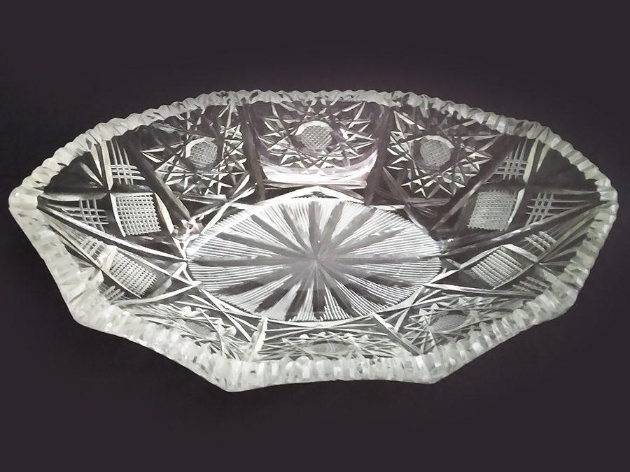 CR 94 – Centro de mesa ou navete antiga em cristal ricamente lapidado