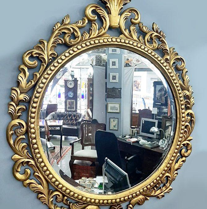 DI 01 – Espelho antigo redondo madeira entalhada dourada estilo barroco com cristal bisotê