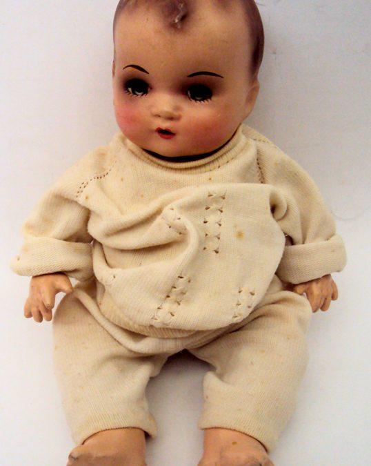 DI 130 – Boneca bebezão antiga abre e fecha os olhos