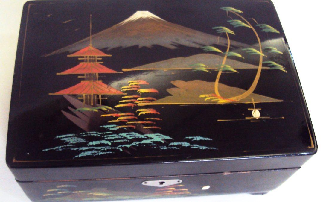 DI 271 – Caixa De Música E Porta Jóias Jatic Com Desenhos Orientais