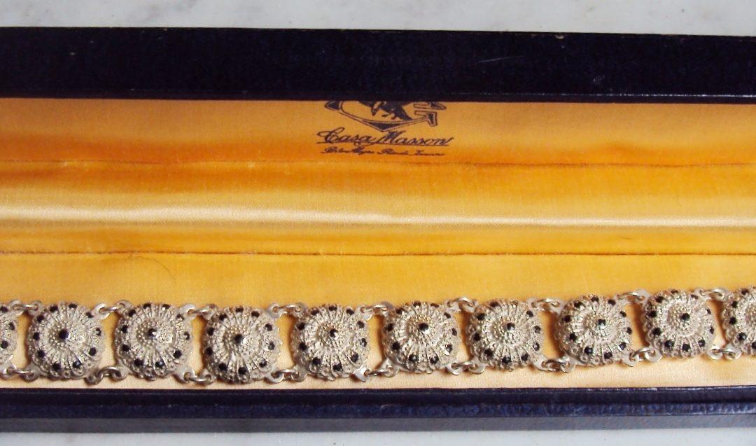 DI 308 – Pulseira antiga em prata de lei 935 Masson com medalhas de flores decoradas com marcassitas