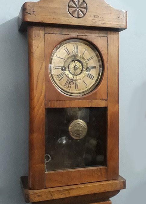 DI 77 – Relógio antigo de parede madeira de carvalho com despertador