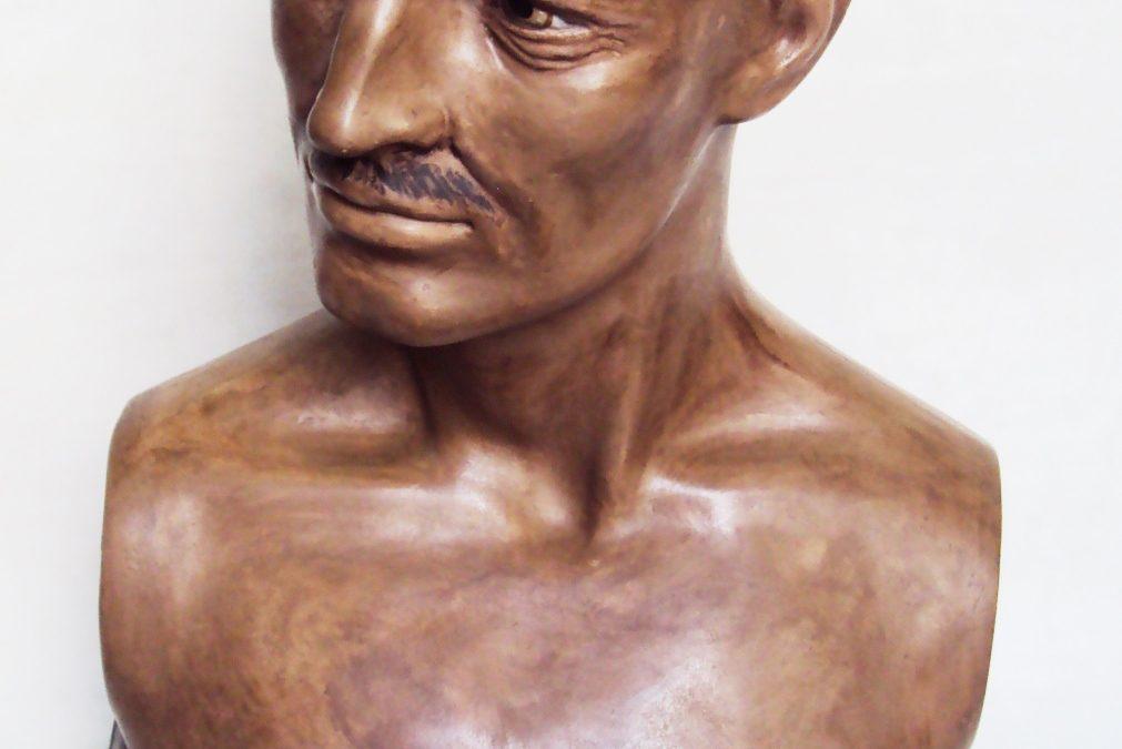 ES 32 – Busto de manequim antigo dos anos 50 senhor ou homem com bigode base em madeira