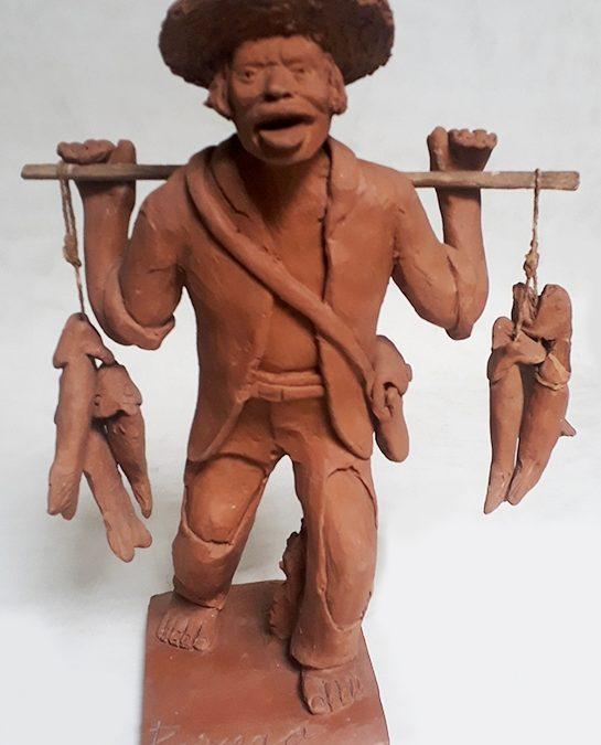 ES 47 – Escultura antiga de peixeiro em cerâmica nordestina assinada Joana – 1963