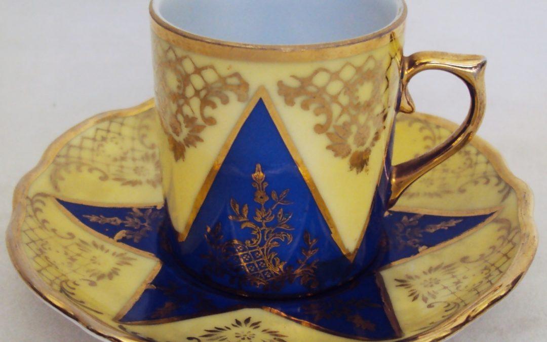 LO 03 – Xícara de cafezinho PD 541 amarela e azul estrelada com dourados