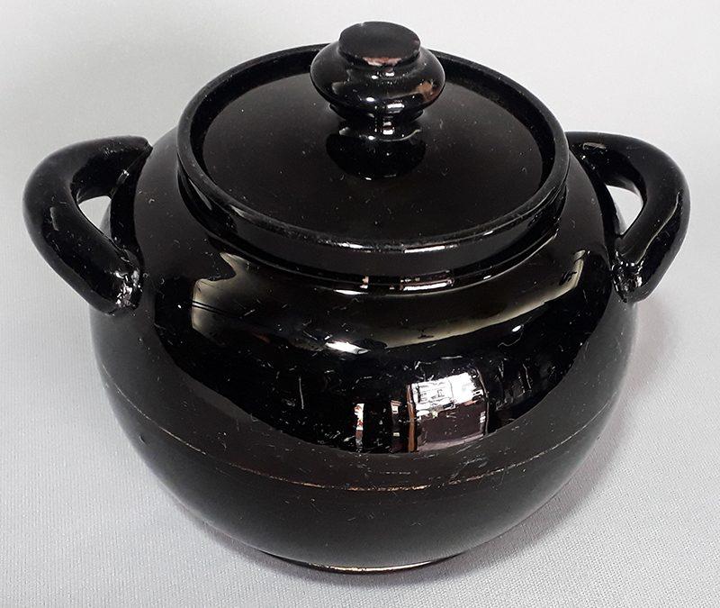 LO 128 – Açucareiro antigo em cerâmica vitrificada na cor preta com friso dourado