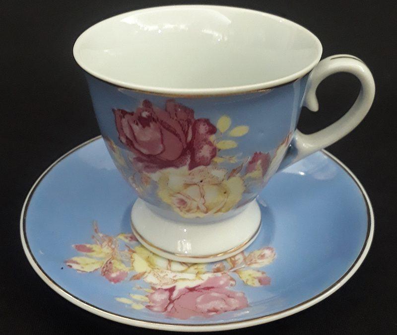 LO 129 – Xícara de cafezinho antiga em porcelana Polovi azul com flores coloridas