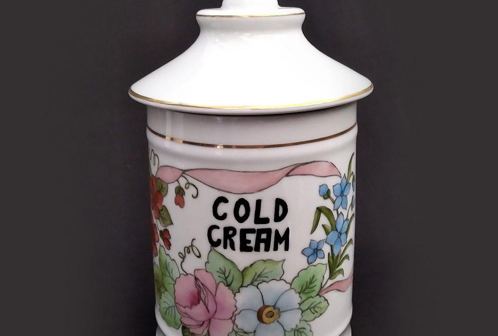 LO 132 – Pote ou boião antigo de farmácia COLD CREAM em porcelana pintada à mão com flores e dourados