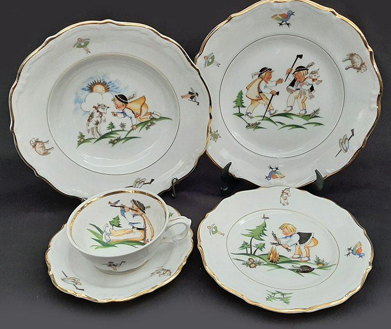 LO 135 – Jogo infantil antigo em porcelana polonesa Tielsch Walbrzych com xícara e pratos de jantar, sopa e pão