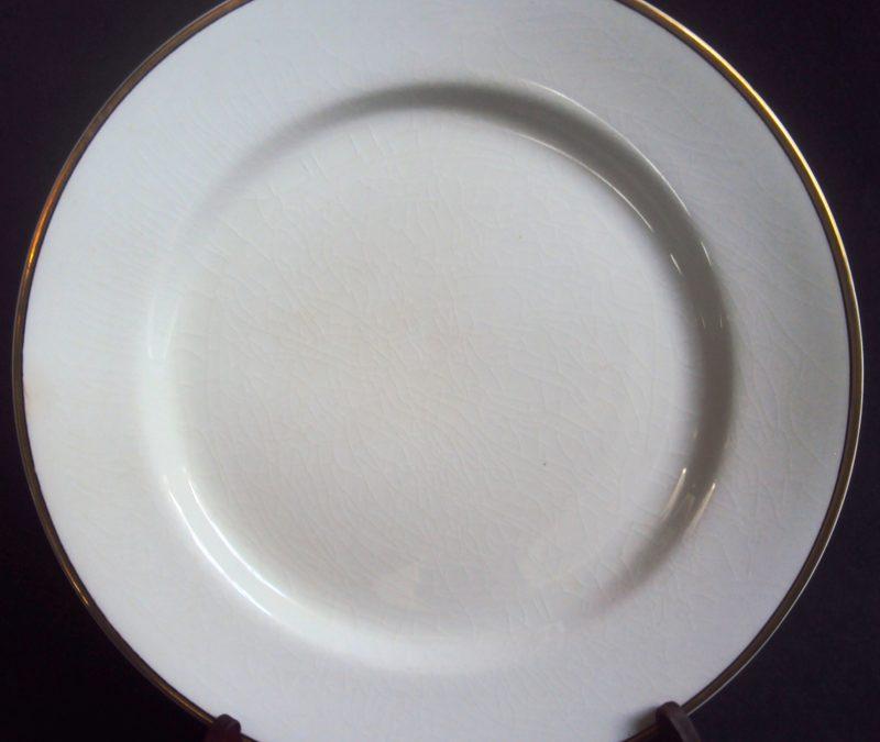 LO 193 – Prato de jantar porcelana inglesa Johnson Bros Com Borda Dourada