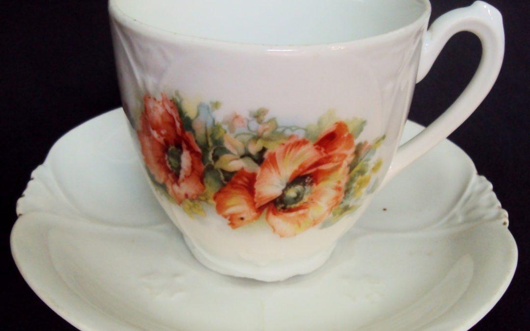 LO 257 – Xícara de chá ou café antiga Art Nouveau em porcelana com flores de papoula laranjas
