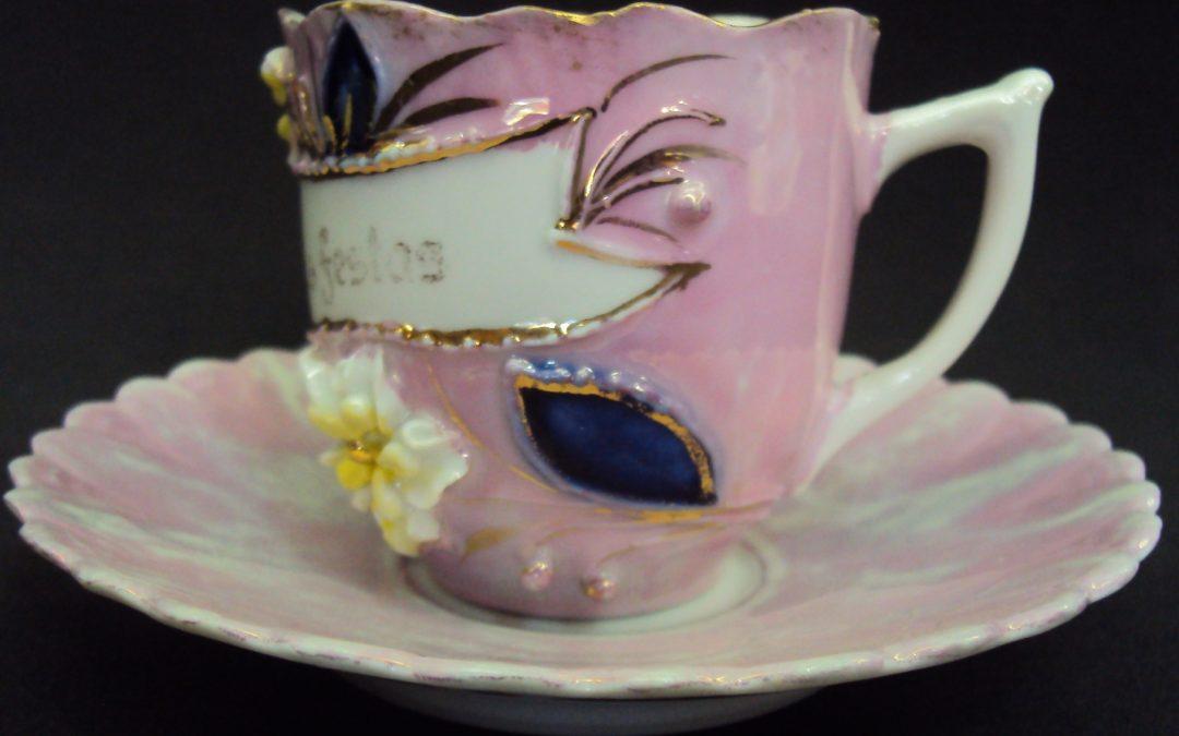 LO 293 – Xícara De chá ou Café Isabelina Rosa Boas Festas