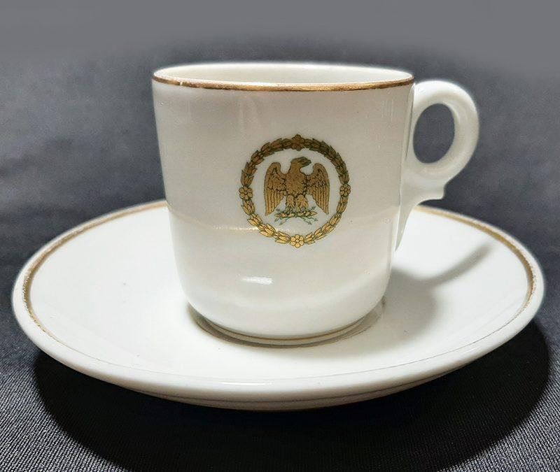 LO 300 – Xícara de cafezinho antiga Haviland Limoges com a Águia Imperial Francesa