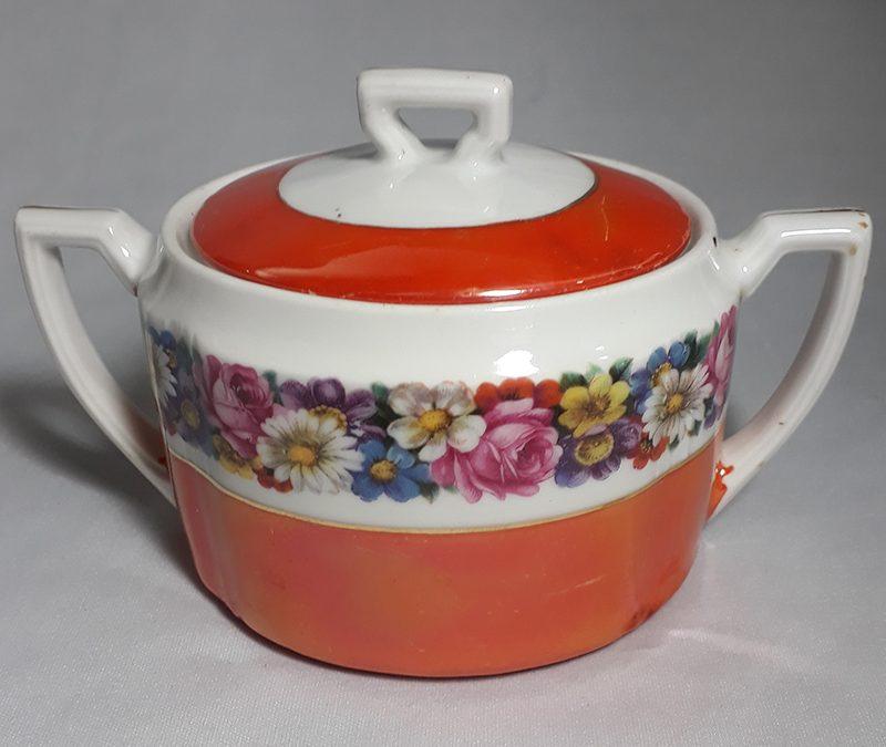 LO 305 – Açucareiro antigo em porcelana laranja com flores coloridas