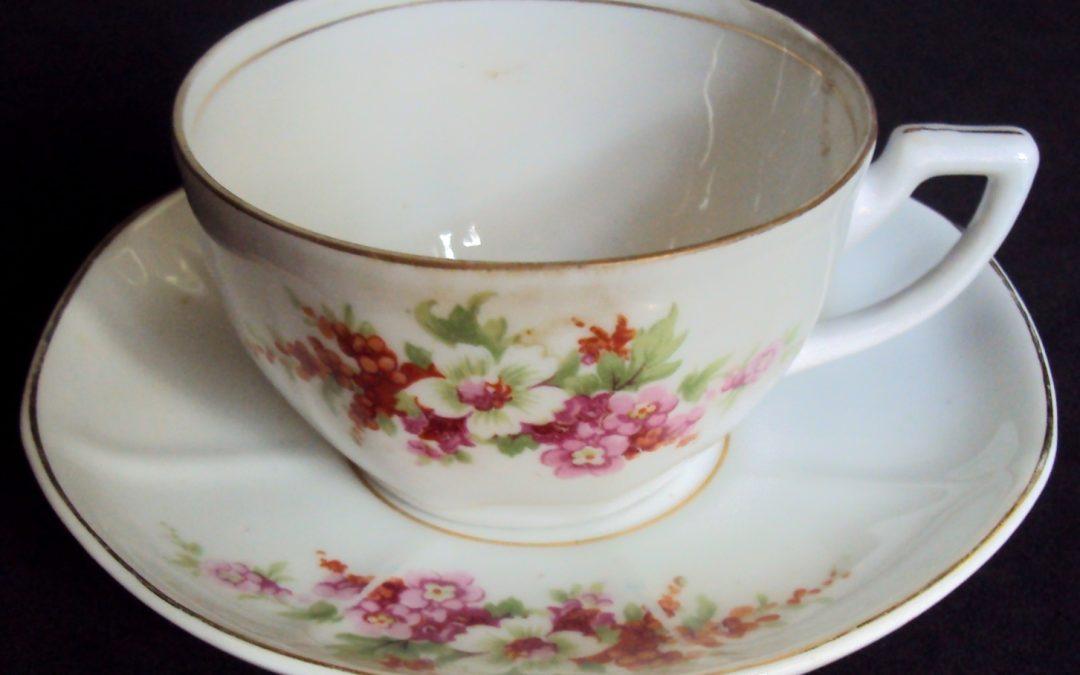 LO 464 – Xícara de chá em porcelana Schmidt anos 60 decorada com flores coloridas