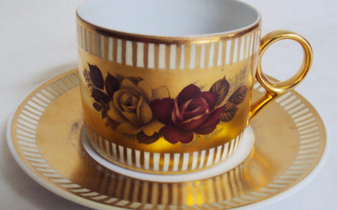 LO 469 – Xícara de chá DP pátria dourada decorada com flores de rosas e linhas