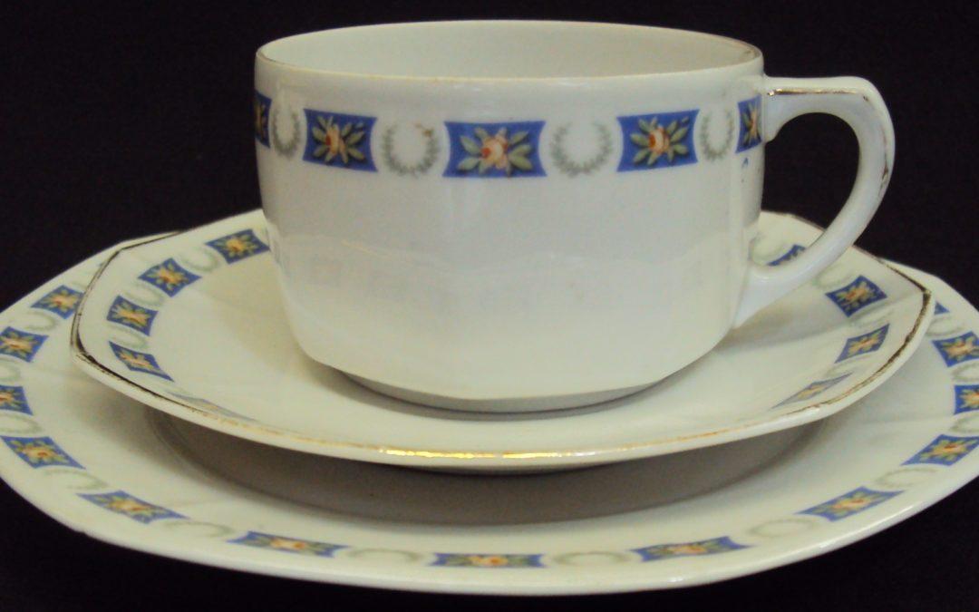 LO 48 – Trio: xícara chá, pires e prato de pão alemão Weimar decorados
