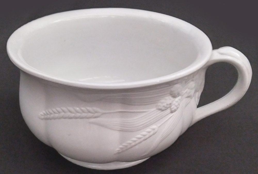 LO 92 – Penico ou urinol antigo em porcelana inglesa J&G Meakin decoração de trigos em relevo