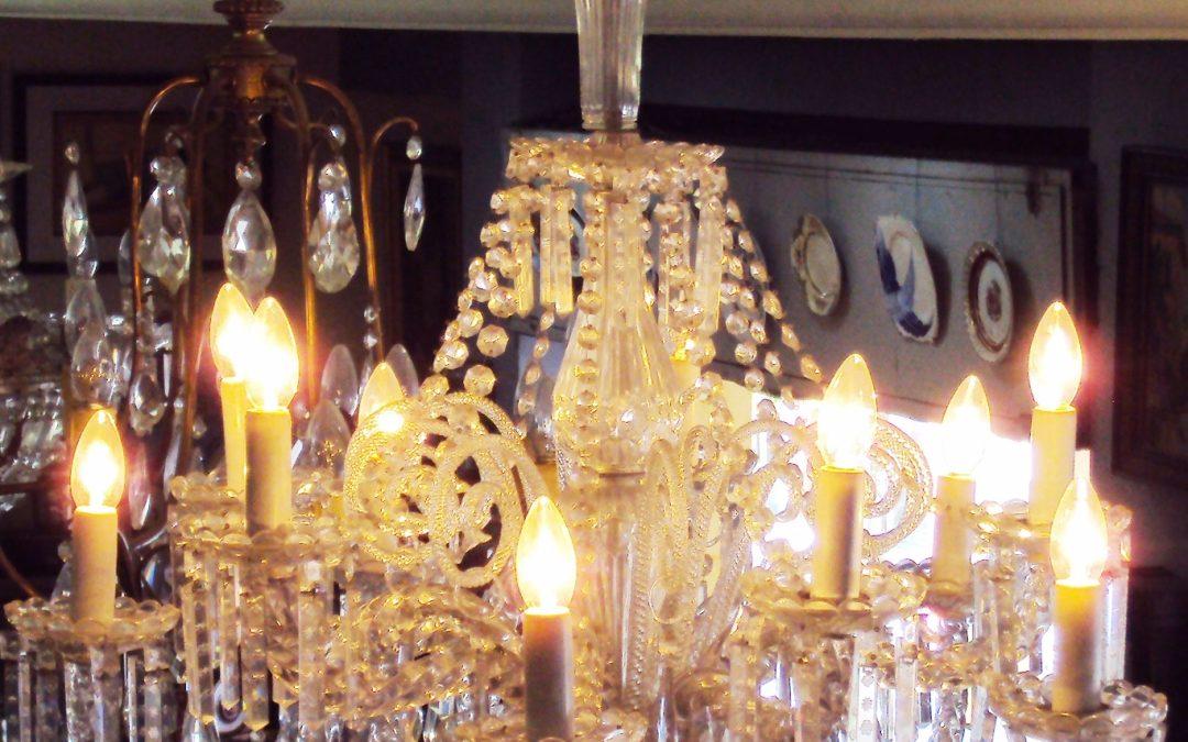 LU 26 – Lustre grande antigo 10 braços de cristal lapidado com pingentes