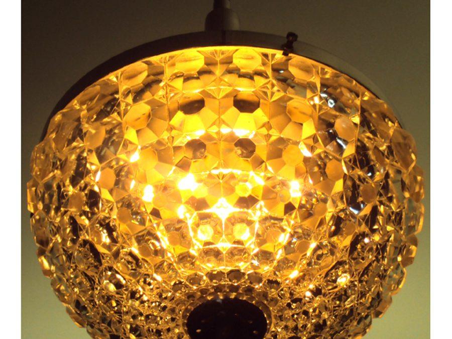 LU 50 – Lustre antigo dos anos 60 em metal cromado e bojo de cristal
