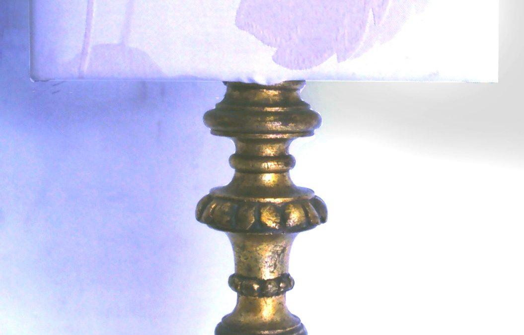 LU 53 – Luminária Abajur De Madeira Entalhada Pintado De Dourado