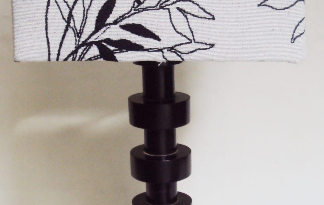LU 55 – Luminária Abajur Antigo Madeira Imbuia Torneada Com Pantalha