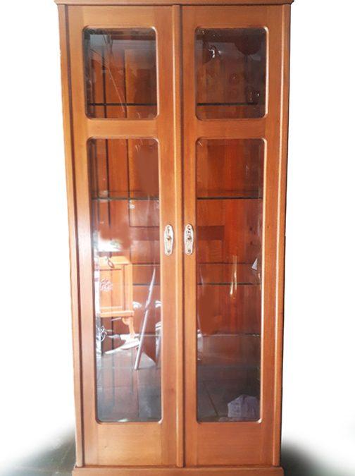 MO 30 – Vitrine pequena Art Decó antiga em madeira com puxadores em bronze e cristal bisotê