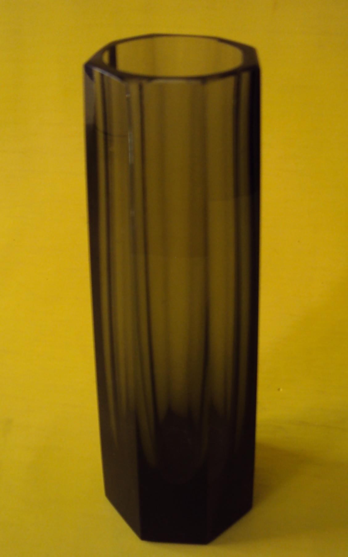 CR 151 – Vaso Antigo E Alto Em Cristal Fumê Facetado