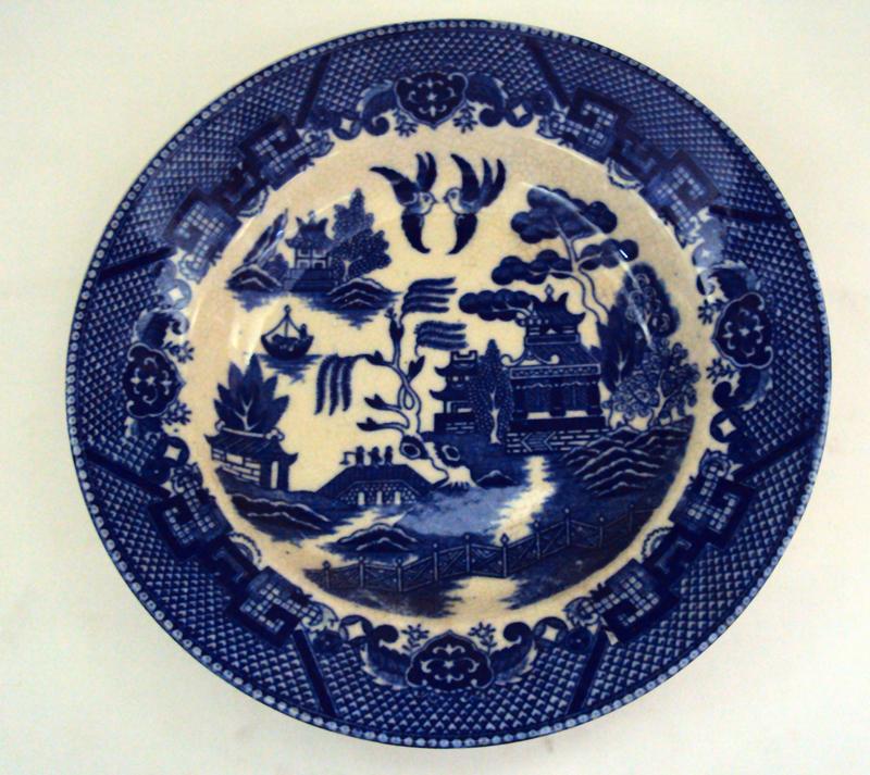 LO 109 – Prato de Sopa Japonês Willow Azul Pombinho