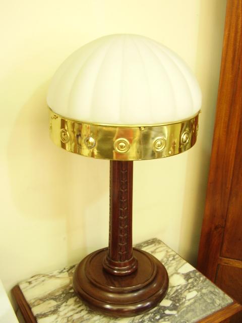 LU 30 – Luminária De Madeira De Cedro Entalhado – Cúpula De Opalina
