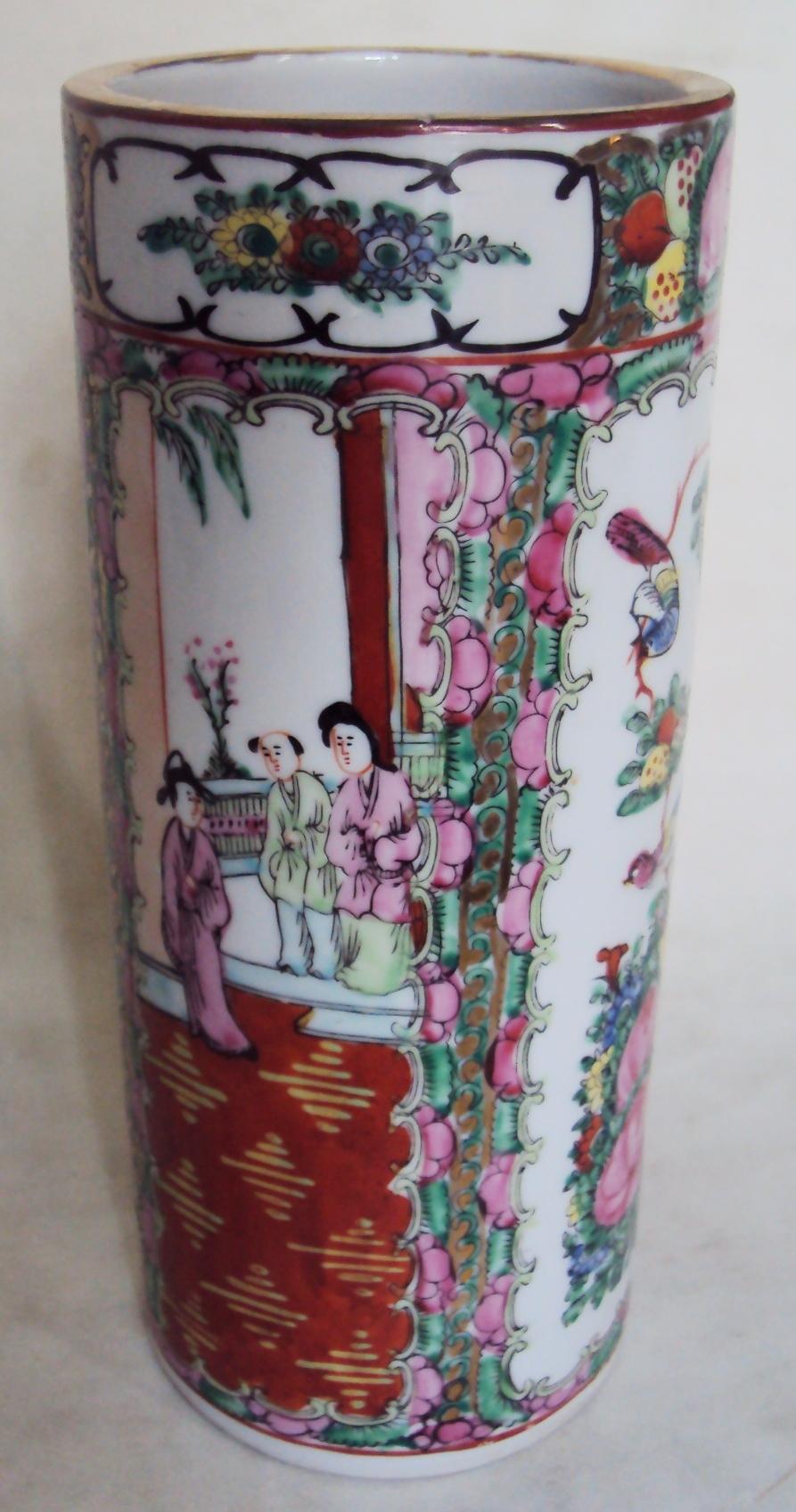LO 261 – Vaso oriental de porcelana ricamente decorada com pintura à mão de flores, gueixas e pássaros