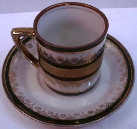 LO 395 – Xícara De Cafezinho Em Porcelana com Frisos Verdes E Dourados