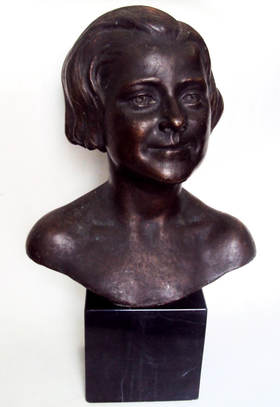 ES 18 – Busto de dama antiga em bronze com base em mármore assinado 1934