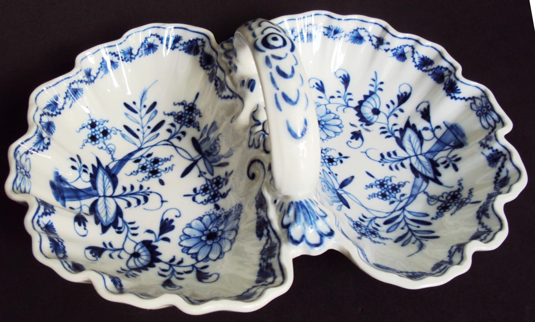 LO 86 – Petisqueira antiga formato de conchas em porcelana alemã Meissen cebolinha azul cobalto