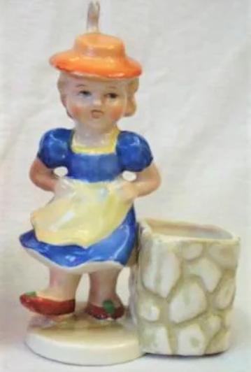 LO 69 – Bibelô antigo de menina com vestido azul – vasinho ou paliteiro