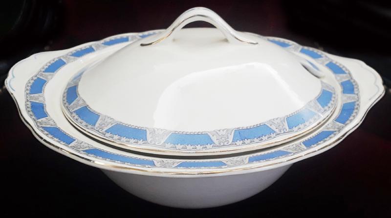 LO 68 – Sopeira antiga de louça inglesa Grindley com boda em azul e cinza