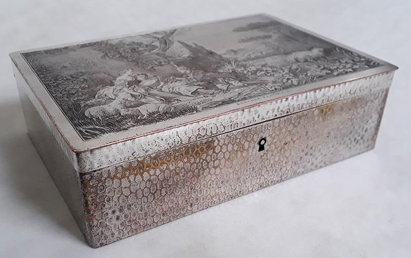 DI 181 – Caixa antiga francesa cena romântica pastoral em metal com banho de prata gravura em calcografia